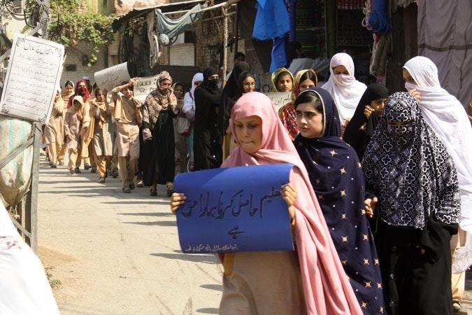 Pakistani girls showing support for Malala Yousafzai.