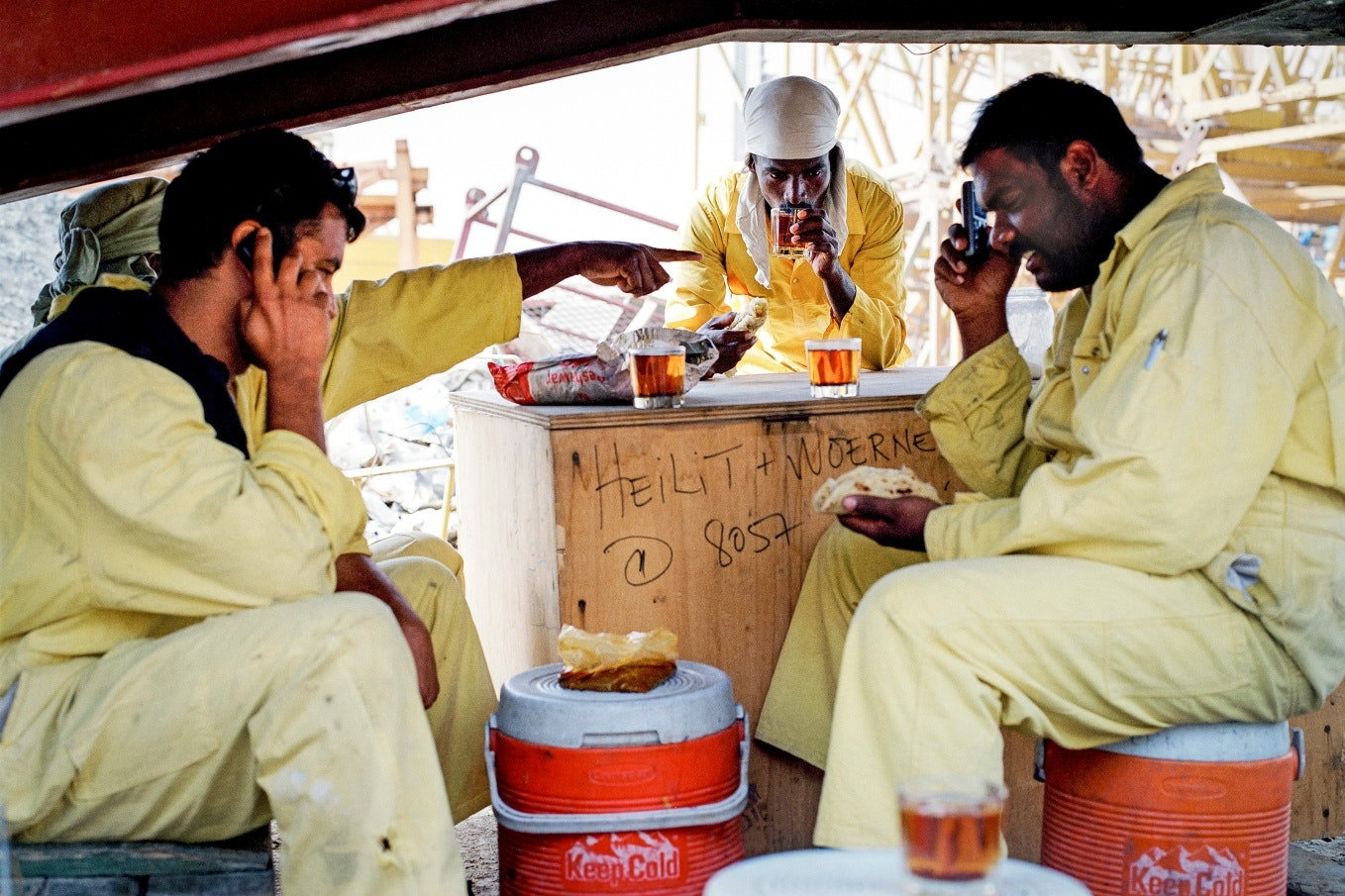 workers drinking tea