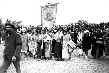 A procession to the sea