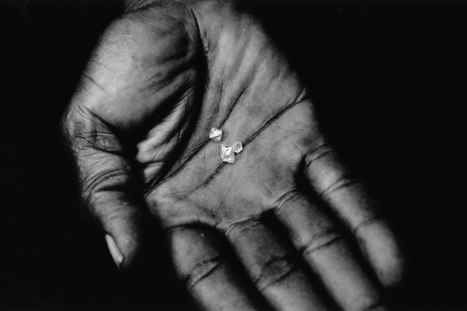 A hand with diamonds.