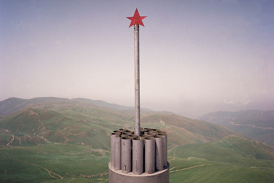 Memorial with a star in front of a landscape.