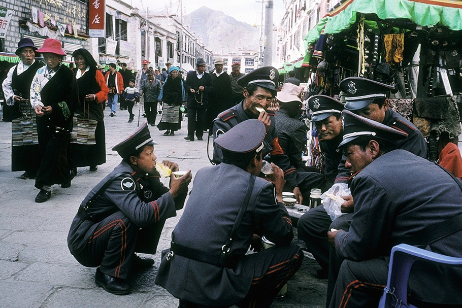 A group of policemen eating.