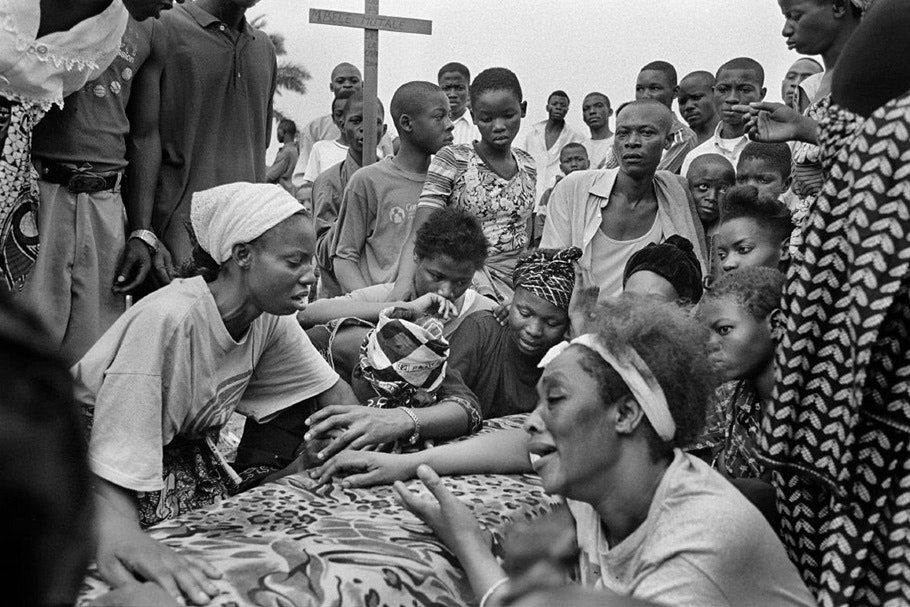 A crowd at a funeral.