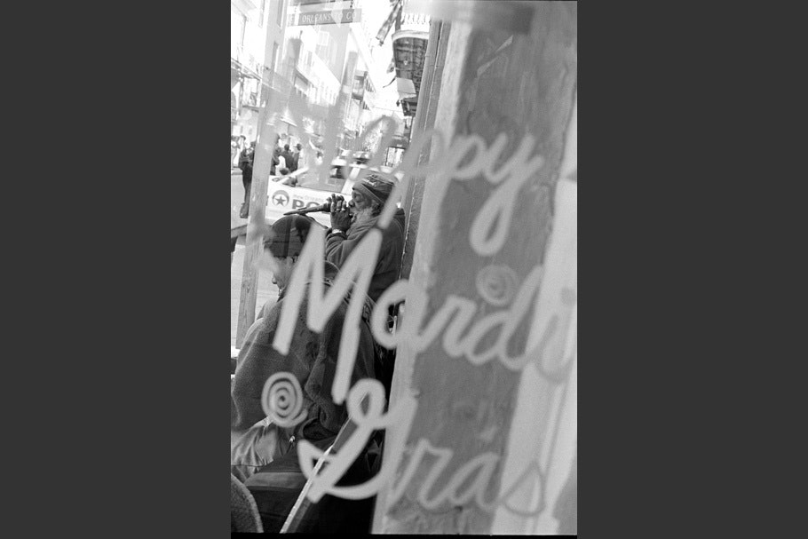 Happy Mardi Gras sign.