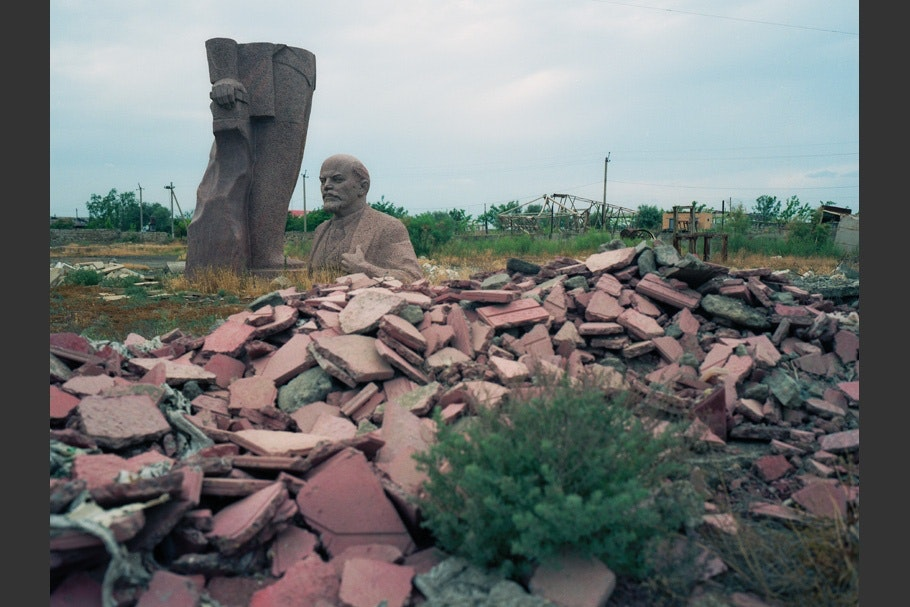 Bust of Lenin, rubble.