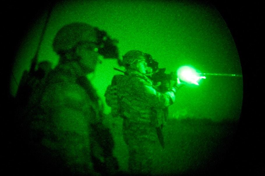 Soldiers firing gun, green.