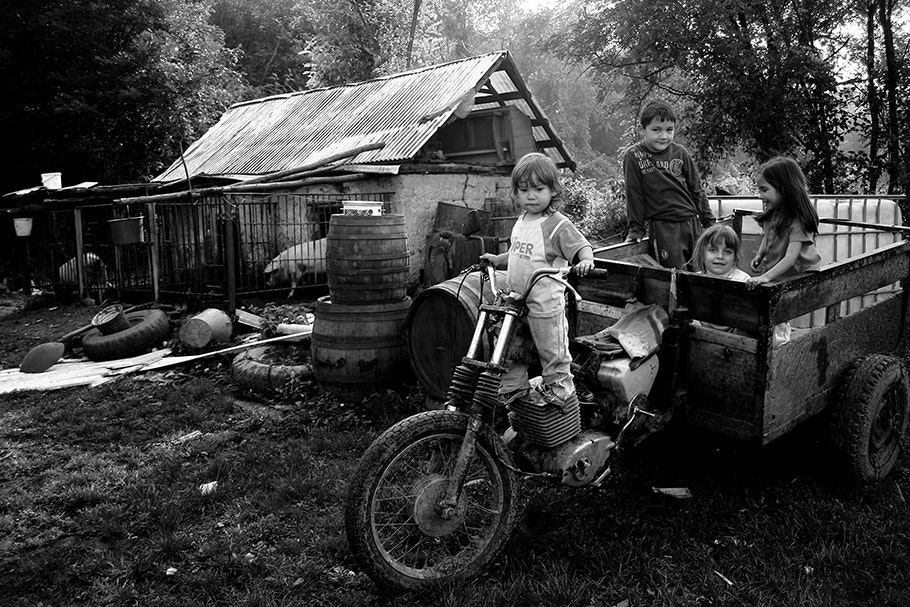 Children, farmhouse, motorcycle/tractor.