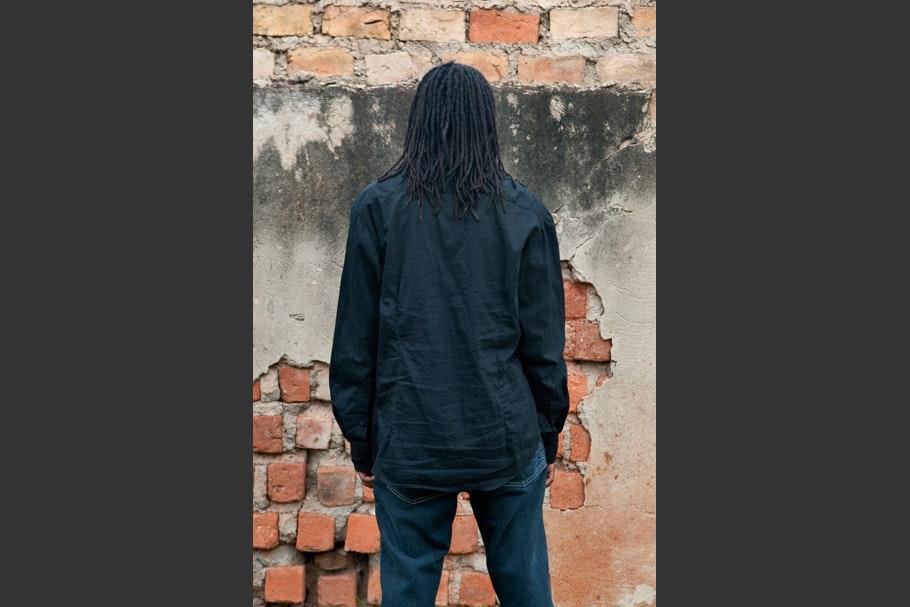 Black long-sleeved shirt, long hair.