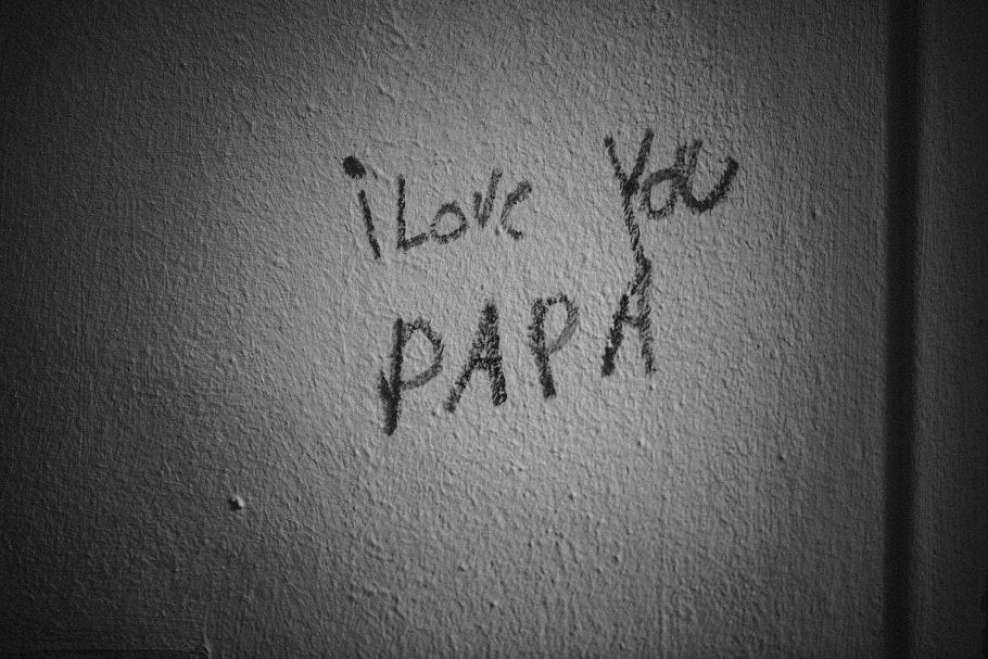 "Writing on a wall that says, ""I love you Papa"""