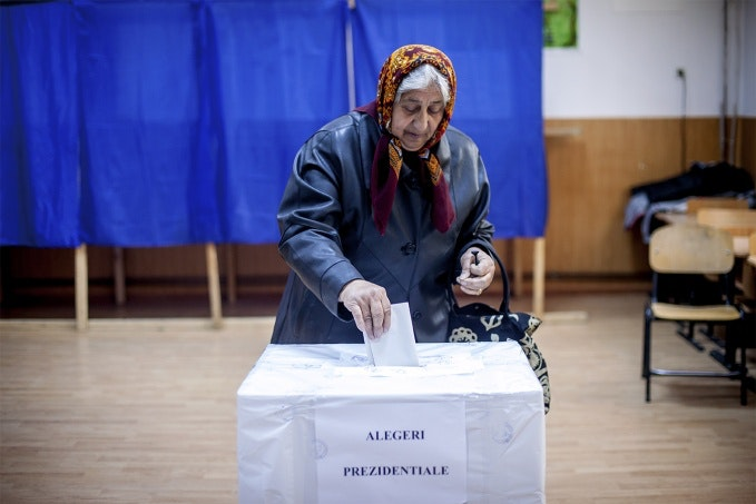 Older woman votes