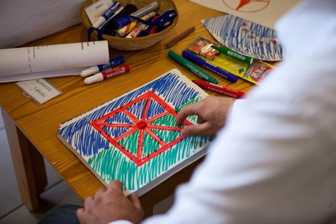 Drawing of Romani flag.