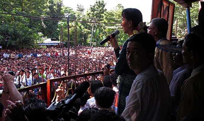 Daw Aung San Suu Kyi addressing large crowd