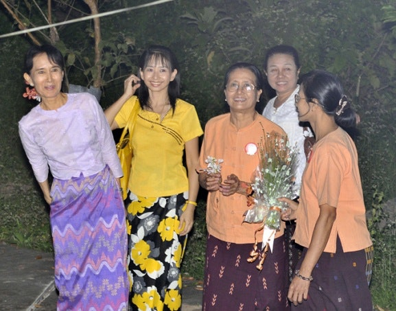 Daw Aung San Suu Kyi with four other women